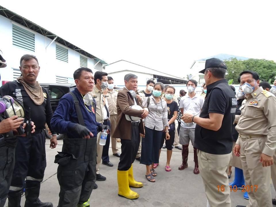 วิศวกรรมสถานแห่งประเทศไทยฯ (วสท.) ลงพื้นที่ตรวจสอบอาคารโรงงานผลิตรองเท้าที่เกิดเพลิงไหม้ ซอยเอกชัย 66