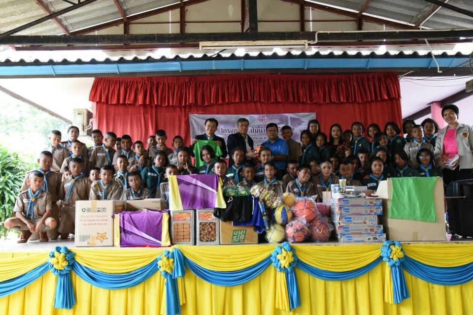 """วิศวกรรมสถานแห่งประเทศไทยฯ มอบอุปกรณ์กีฬา อุปกรณ์การเรียน และสิ่งของที่จำเป็นแก่น้องผ่าน"""" โครงการ…ปันน้ำใจเพื่อน้อง"""" โรงเรียนหาดทรายทอง ต.เกาะสุกร อ.ปะเหลียน จ.ตรัง"""