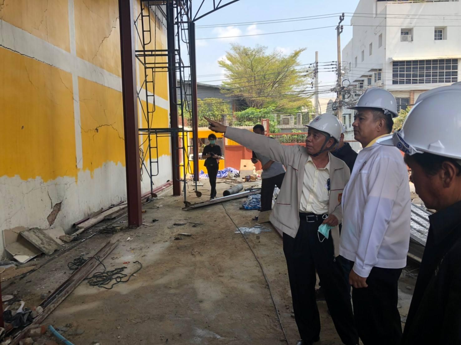 วิศวกรรมสถานแห่งประเทศไทยฯ ลงพื้นที่ตรวจเหตุไฟไหม้โรงงานไม้กวาด โชคชัย 4 ซอย 54 เพื่อตรวจสอบควมมั่นคงแข็งแรงของอาคาร