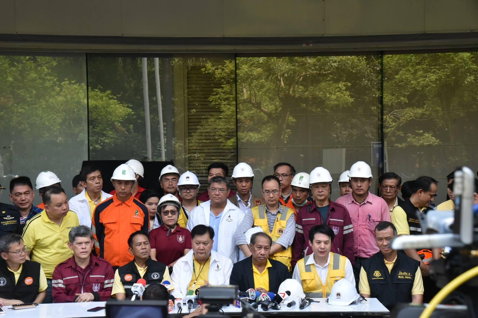 วิศวกรรมสถานแห่งประเทศไทยฯ ร่วมกับกองควบคุมอาคารสำนักการโยธา กทม. กองพิสูจน์หลักฐาน สำนักงานเขตปทุมวัน สำนักป้องกันและบรรเทาสาธารณภัย สภาวิศวกร สมาคมตรวจสอบอาคาร เข้าตรวจพื้นที่เกิดเหตุไฟไหม้เซ็นทรัลเวิลด์