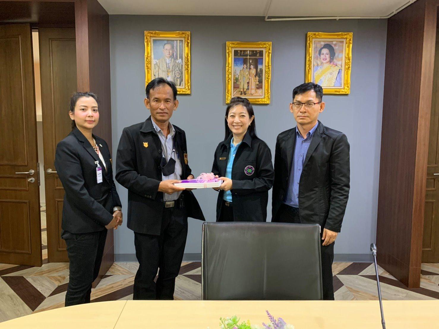 รศ.ดร.ประจวบ กล่อมจิตร ประธานสาขาวิศวกรรมอุตสาหการ วิศวกรรมสถานแห่งประเทศไทยฯ (วสท.) เข้าพบคุณปนัดดา เย็นตระกูล ผู้อำนวยการฝ่ายบริการผู้ประกอบการ การนิคมอุตสาหกรรมแห่งประเทศไทย
