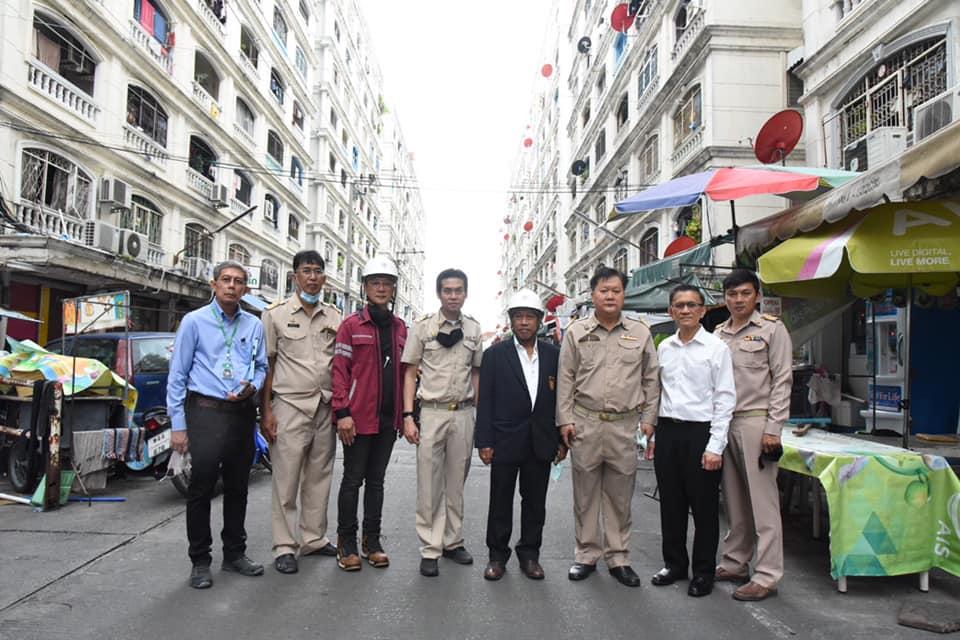 วิศวกรรมสถานแห่งประเทศไทยฯ (วสท.) โดย รศ.สิริวัฒน์ ไชยชนะ อุปนายก ร่วมกับสำนักการโยธา กรุงเทพมหานคร ผู้อำนวยการสำนักงานควบคุมอาคาร สำนักงานเขตประเวศ ร่วมตรวจสอบเหตุกันสาดระดับพื้นชั้น 2 ของอาคารคอนโด 9 ชั้น ในซอยสุภาพงษ์ 1 เขตประเวศ หักพับลงมาตลอดแนว 6 คูหา