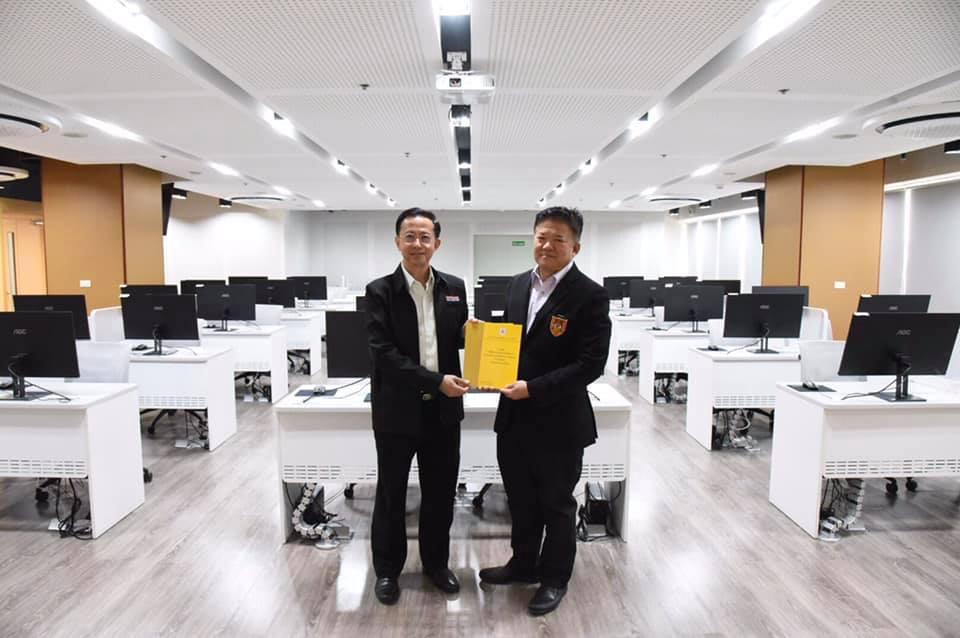 นายทศพร ศรีเอี่ยม ผู้อำนวยการสถาบัน BIM แห่งประเทศไทยฯ ต้อนรับและบรรยายภารกิจสถาบันฯให้คุณเทิดศักดิ์ โชติจินดา ประธานกลุ่มบริษัท โชติจินดา คอนซัลแตนท์จำกัด เพื่อร่วมหารือในการทำงานวิจัยยกระดับการทำงานระบบ BIM ในงานวิศวกรรมทางด้านงานสาธารณูปโภคของประเทศ