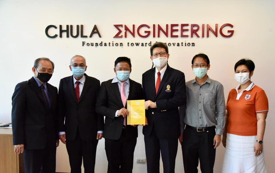 นายทศพร ศรีเอี่ยมผู้อำนวยการสถาบัน BIM แห่งประเทศไทยเข้าพบ ศ.ดร.สุพจน์ เตชวรสินสกุล คณบดี คณะวิศวกรรมศาสตร์ จุฬาลงกรณ์มหาวิทยาลัย และ รศ.ดร.วัชระ เพียรสุภาพ ภาควิชาวิศวกรรมโยธา คณะวิศวกรรมศาสตร์ จุฬาลงกรณ์มหาวิทยาลัยแนะนำภารกิจสถาบัน BIM แห่งประเทศไทย พร้อมขอคำแนะนำในด้านการจัดทำหลักสูตรด้าน BIM ทางการเรียนการสอนในมหาวิทยาลัย
