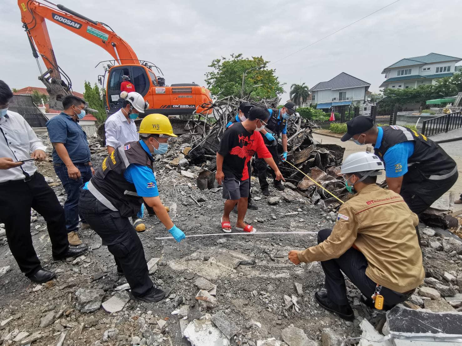 วสท. เข้าสำรวจเก็บข้อมูลเหตุอาคารเพลิงไหม้และถล่ม ที่หมู่บ้านกฤษดานคร 31 และประชุม เพื่อเก็บข้อมูลร่วมกับกองพิสูจน์หลักฐาน และเจ้าหน้าที่กองควบคุมอาคาร สำนักการโยธา กทม.