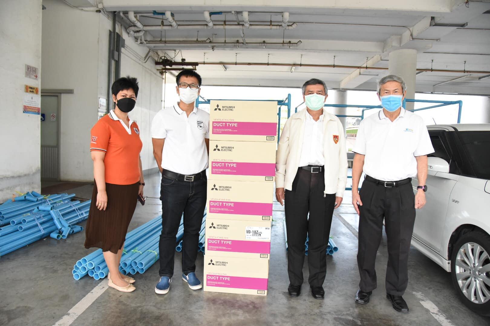 วิศวกรรมสถานแห่งประเทศไทยฯ (วสท.) รับมอบ พัดลม และท่อพีวีซี จำนวน 5 ชุด จากนายสุทธิเวช นุชศิลา วิศวกรอาสา และกลุ่มเพื่อน เพื่อประกอบตู้ความดันลบ มอบแก่โรงพยาบาลที่ต้องการ