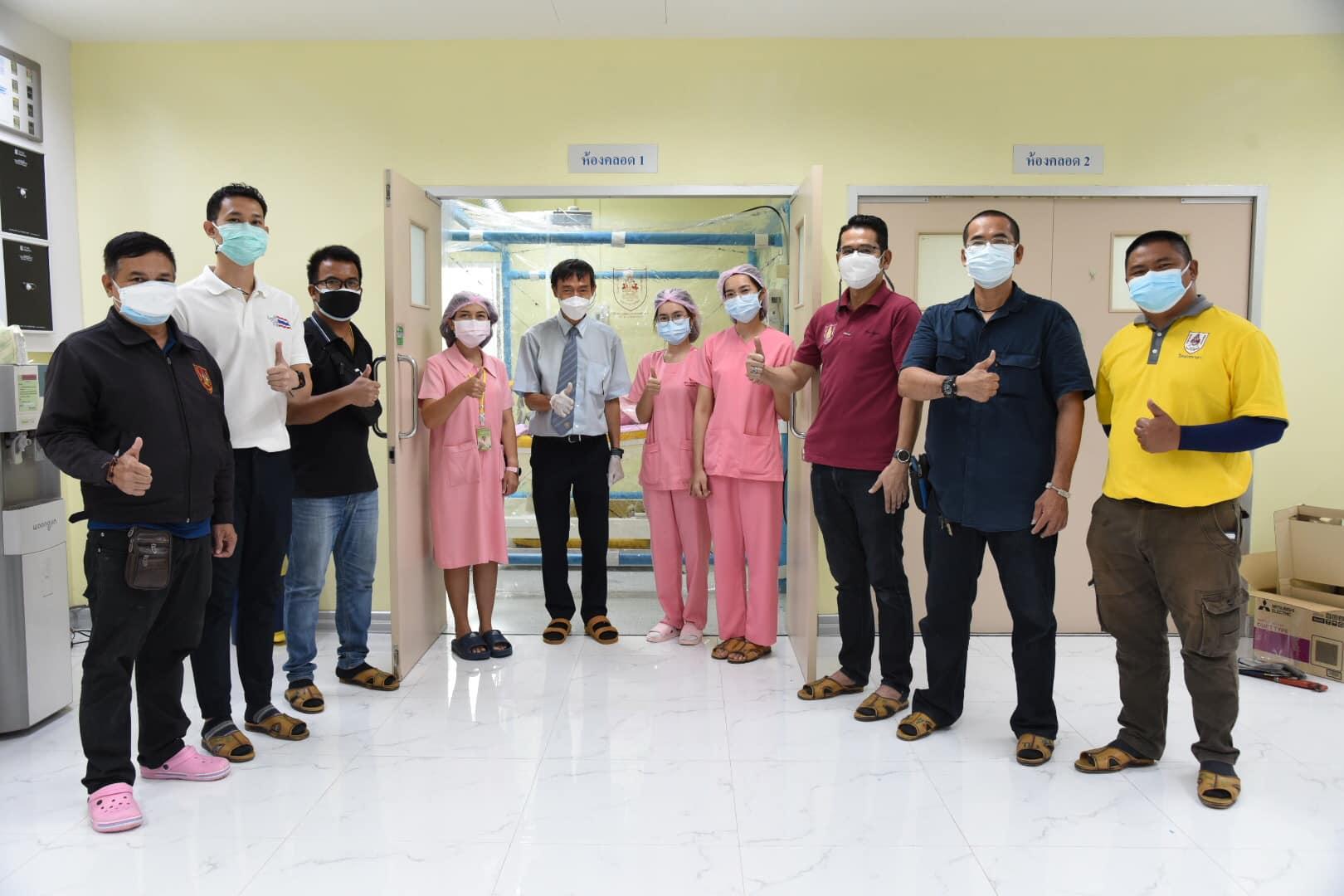 วิศวกรอาสา วิศวกรรมสถานแห่งประเทศไทยฯ (วสท.) ร่วมประกอบตู้ความดันลบมอบแก่โรงพยาบาลราชพิพัฒน์ บางแค (ติดตั้งในห้องคลอด)